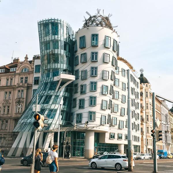 la casa danzante praga arquitectura singular por el mundo